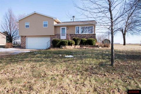 8 Linden Ln, Blue Earth, MN 56013