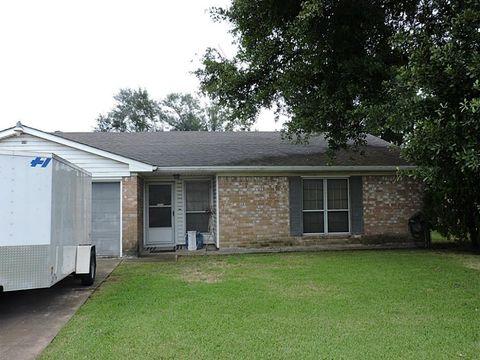 9726 Folknoll Dr, Stafford, TX 77477