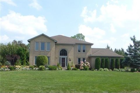 1629 Shaker Heights Dr, Bloomfield Township, MI 48304