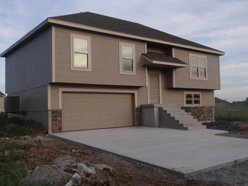 704 Eastridge Ave, Cameron, MO 64429