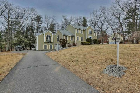16 Quentin Dr, Londonderry, NH 03053