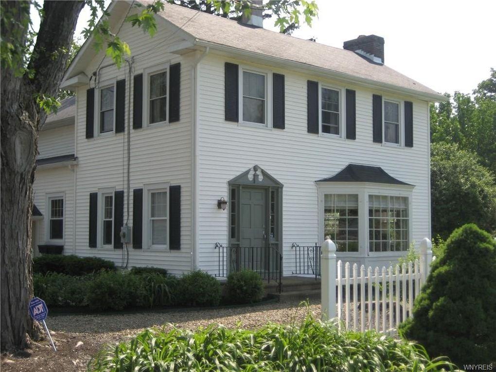 7985 Quaker Rd, Orchard Park, NY 14127