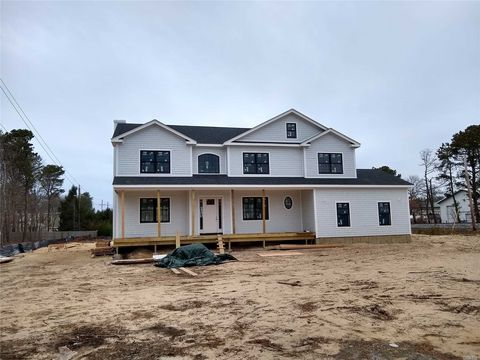Photo of 15 Old Depot Rd, Quogue, NY 11959