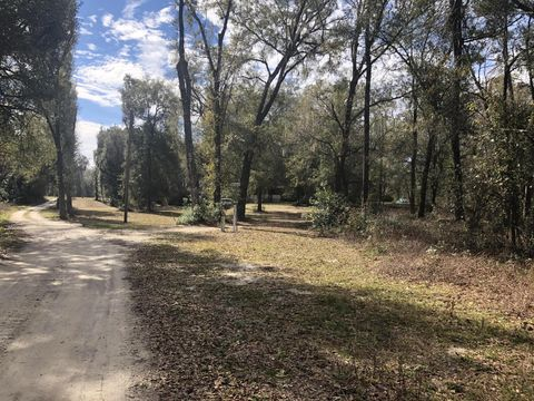 Photo of 131 Deer Stand Rd, Florahome, FL 32140