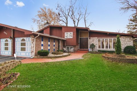 395 Robinson Rd, Riverside, IL 60546