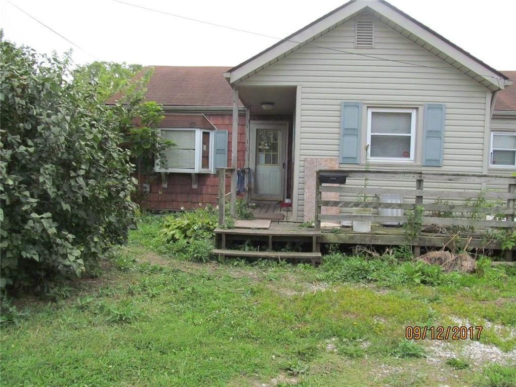 630 N 11th St, Elwood, IN 46036