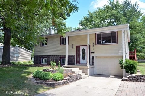 923 Coventry Ln, Crystal Lake, IL 60014