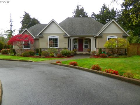 Photo of 985 Lakeshore Dr, Coos Bay, OR 97420