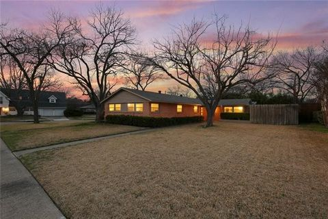 Photo of 3505 Woodleigh Dr, Dallas, TX 75229