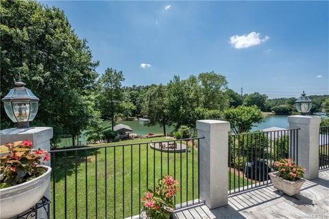 Photo of 537 River Lake Ct, Fort Mill, SC 29708
