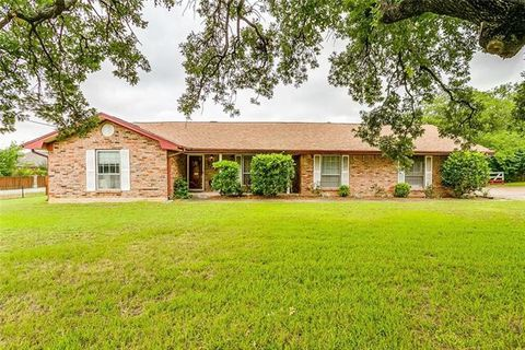 Photo of 122 Corral Dr, Fort Worth, TX 76244