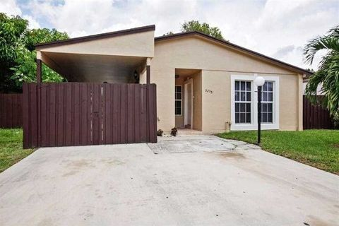 5295 Nw 192nd Ln, Miami Gardens, FL 33055