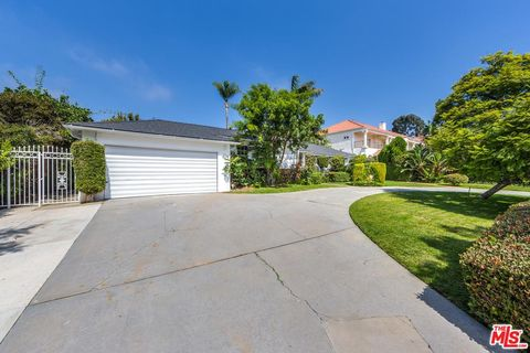 Photo of 13765 W Sunset Blvd, Pacific Palisades, CA 90272