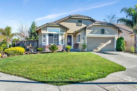 Photo of 8422 Planetree Dr, Windsor, CA 95492