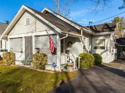 Photo of 326 Spring St, Hendersonville, NC 28739