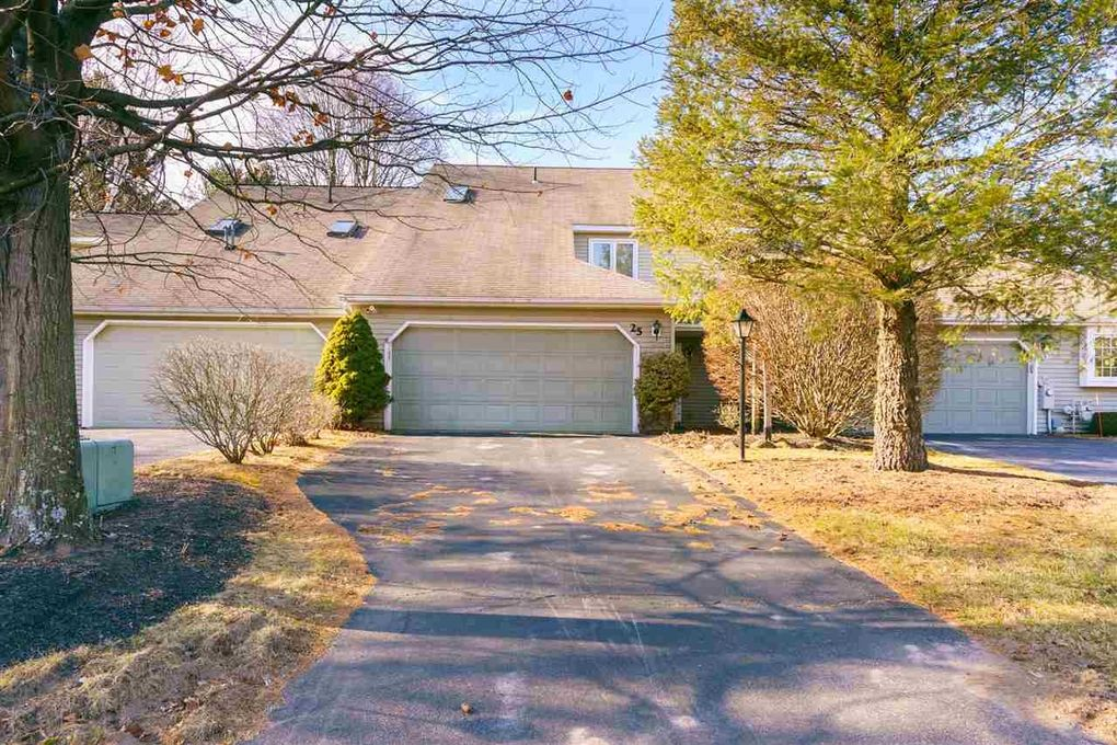 25 Constitution Dr Glenmont, NY 12077