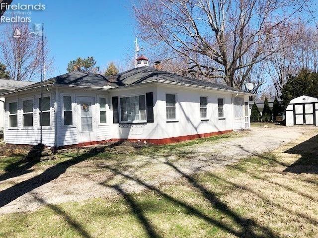 2043 S Tecumseh Blvd Marblehead, OH 43440