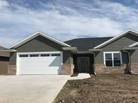 Photo of 2248 Fawn View Dr, Dubuque, IA 52002