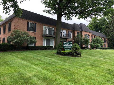 Photo of 207 W Park Ave Apt 204, Libertyville, IL 60048