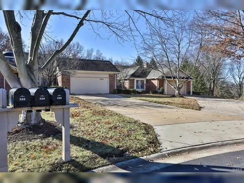 324 Morristown Ct, Chesterfield, MO 63017