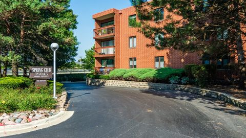 Photo of 1 S045 Spring Rd Unit 2 G, Oakbrook Terrace, IL 60181