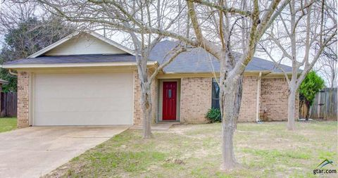 Photo of 516 Winchester Dr, Chandler, TX 75758