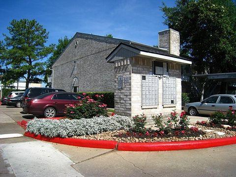 8237 Creekbend Dr, Houston, TX 77071