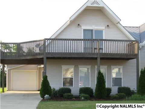 5361 Bay Village Dr Unit B, Athens, AL 35611