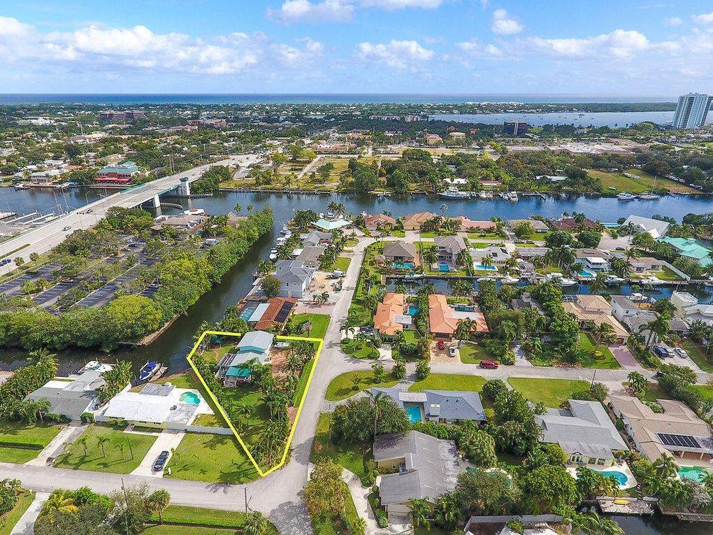 22 Teach Rd, Palm Beach Gardens, FL 33410