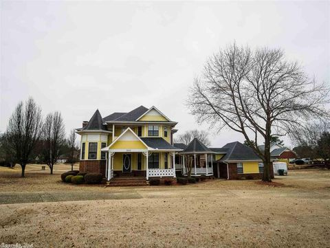 Photo of 3005 Willow Run Dr, Conway, AR 72032