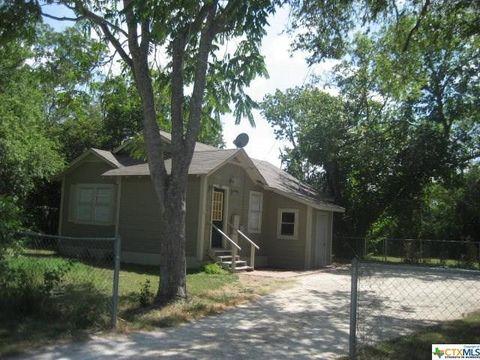 122 Zipp Ave McQueeney TX 78123
