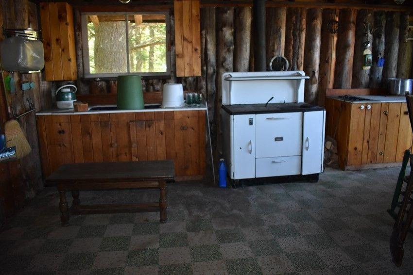 89 Breezy Acres Ln, Saranac Lake, NY 12983