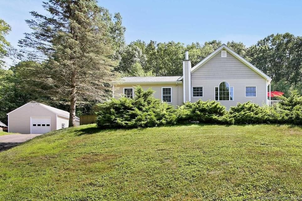 25 Griswold Rd Oxford, CT 06478