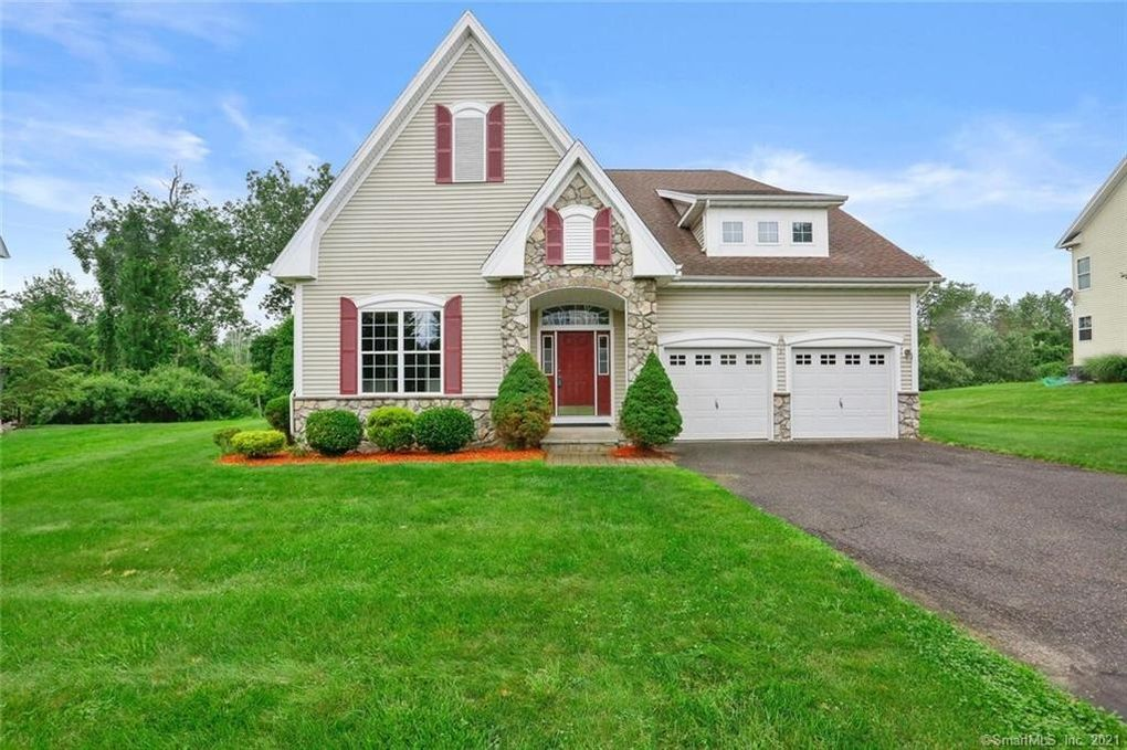3 Colonial Ct Unit 3 Middlebury, CT 06762