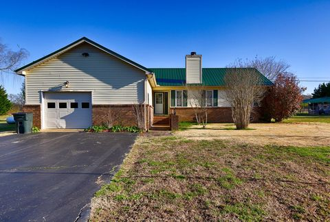 Photo of 2345 Crescentview Rd, Pulaski, TN 38478