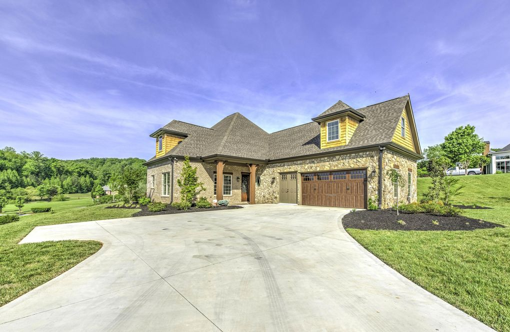 103 Round Hill Pt, Oak Ridge, TN 37830