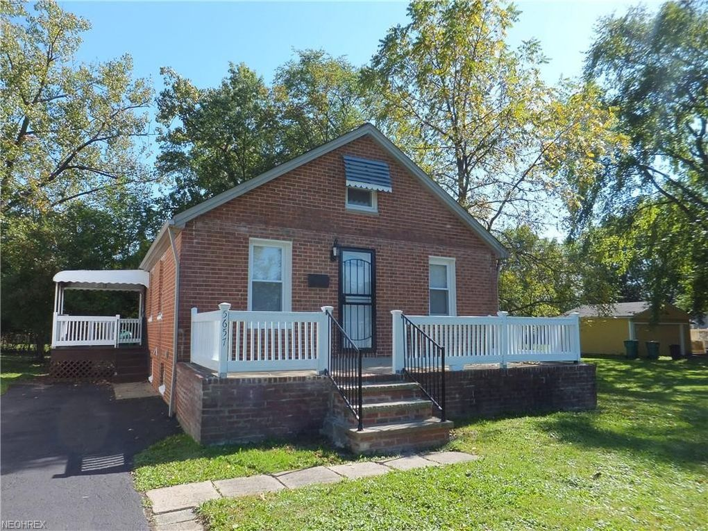 5657 Harrison Ave Maple Heights, OH 44137