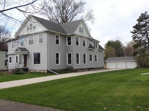 Photo of 406 Highland Park Ave, Clinton, WI 53525