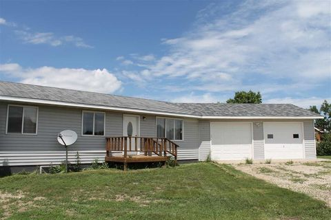 9090 Nw 41st St, New Town, ND 58763