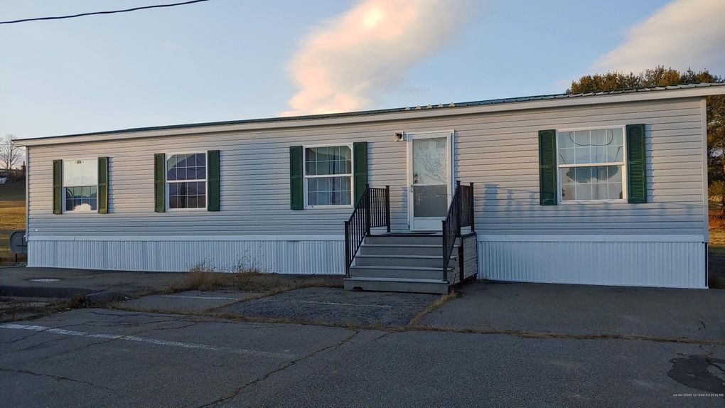 29 Tyler Rd, China, ME 04358