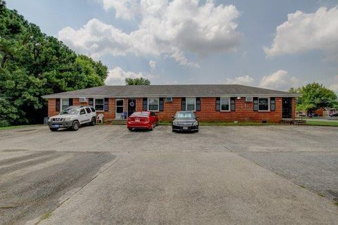 Photo of 805 Golfview Pl Apt 6, Clarksville, TN 37043