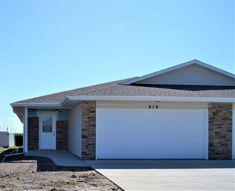 Photo of 919 G Avenue Pl, Kearney, NE 68847