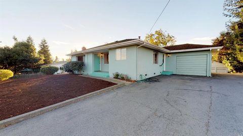 841 Chapman Ln, Petaluma, CA 94952