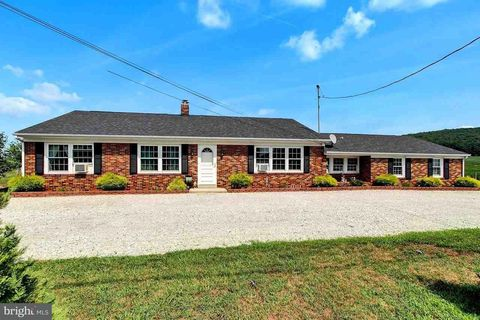 2745 Carlisle Pike, New Oxford, PA 17350