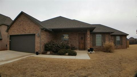 325 E Richmond Ter, Mustang, OK 73064