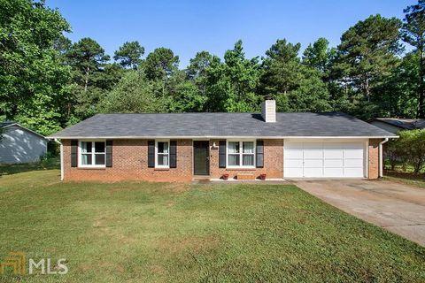 Photo of 8683 Collins Dr, Jonesboro, GA 30236
