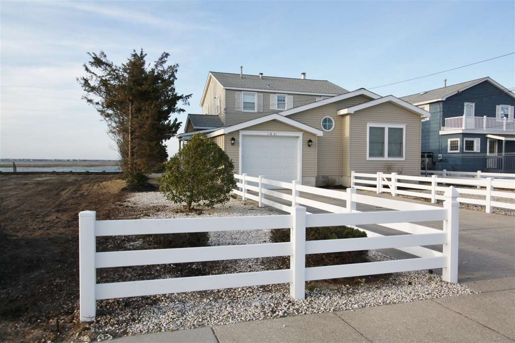 11821 Paradise Dr, Stone Harbor, NJ 08247