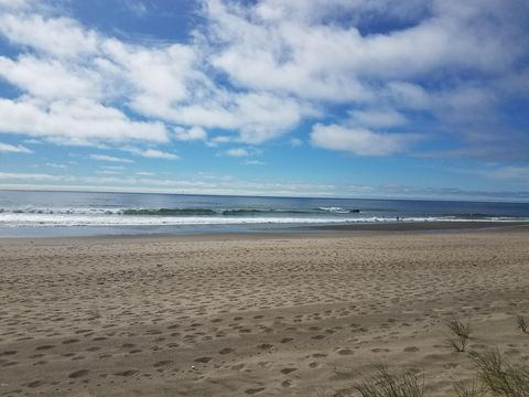 Photo of 3753 Sw Anchor Ct, Lincoln City, OR 97367