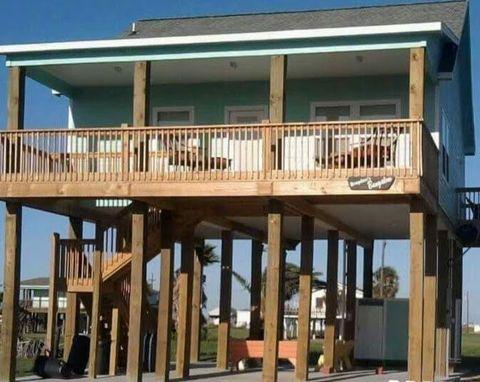 962 Palmetto Dr, Crystal Beach, TX 77650
