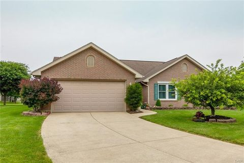 Photo of 1009 Windsor Crossing Ln, Tipp City, OH 45371